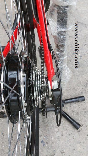 ตรวจสอบการหมุน และค้นหาจุดเสียดสี หากพบจะต้องหนุนด้วยแหวนรองเพื่อไม่ให้มีส่วนที่เสียดสีกันระหว่างตัวเกียร์กับตัวถังจักรยาน
