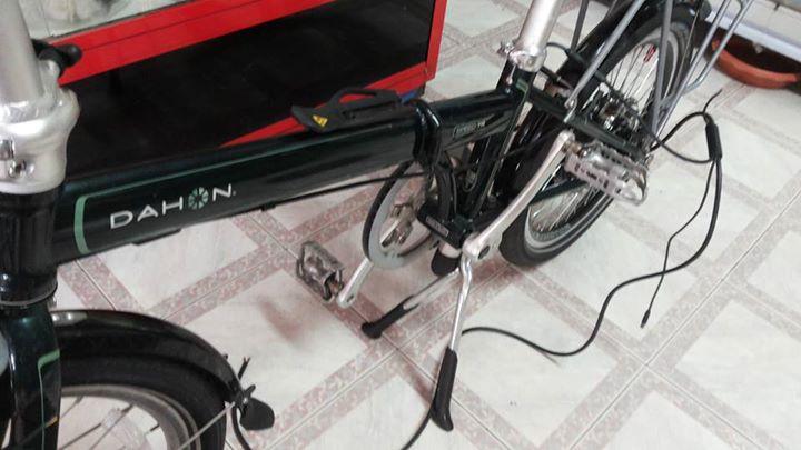 ถ้าจะให้ดี เลือกขาตั้งแบบขาตั้งคู่ จะทำให้จักรยานวางได้อย่างสวยงามและแข็งแรง ไม่ลัมง่าย